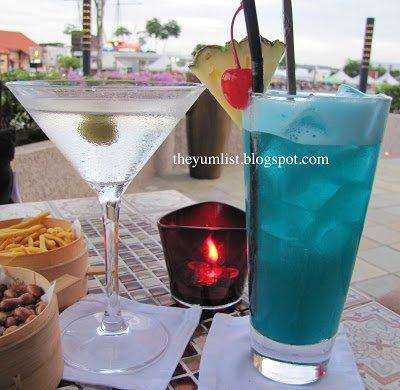 Bar Rio, Melaka, Malacca, cocktail, bar, river, restaurant