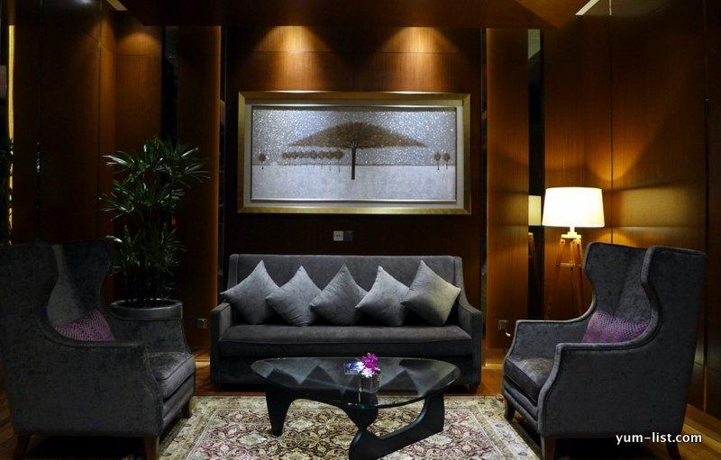 the oak room lounge